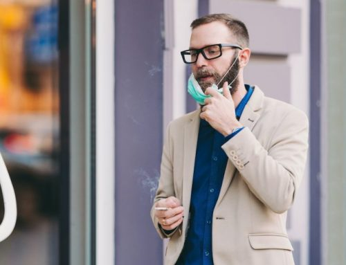Fumar o vapear Abre la puerta´ de las células al COVID-19, revela un estudio