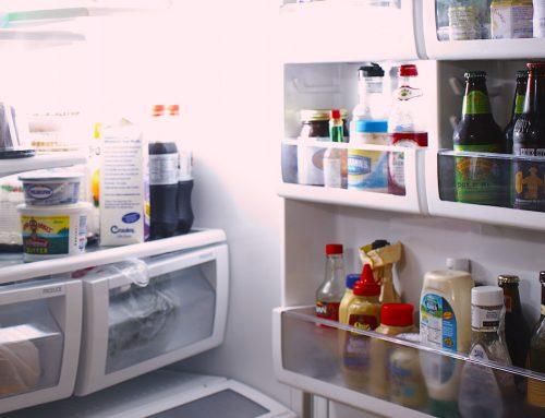 Por qué no debes guardar comida en envases de plástico de un solo uso